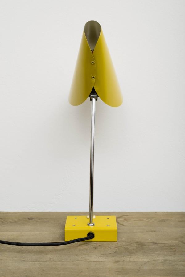 Gelbe Schreibtischlampe | Josef Hurka