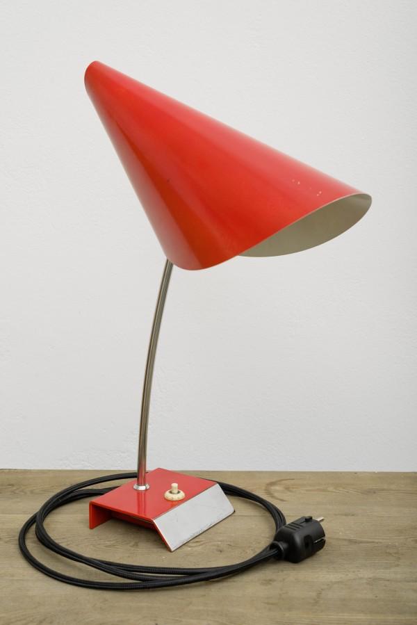 Rote Schreibtischlampe | Josef Hurka