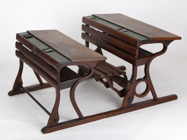 2 zusammengehörige Schulbänke | Firma D. G. Fischel & Söhne